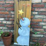 Welkomstbord buiten sneeuwman